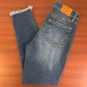 EUC Lucky Brand Bridgette Skinny Mom Jeans Raw Hem